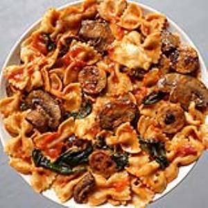 طرز تهیه پاستا با سوسیس و قارچ خوشمزه به روش رستورانی