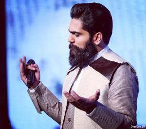 اجرای آهنگ «روسری آبی» در برنامه پیشگو توسط علی زندوکیلی