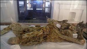 نمایش لوازم مومیاییهای مردان نمکی زنجان در موزه بوخوم آلمان