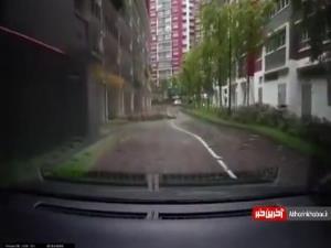 برخورد صاعقه باعث انفجار چاه در سنگاپور شد