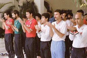 نماز جماعت ستارگان فوتبال ایران در سنگاپور