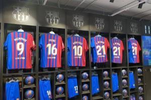 پیراهن جانشین مسی در فروشگاه بارسلونا