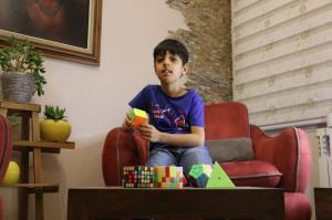 کودک نابغه مشهدی: دوست دارم خودم یک زبان برنامه نویسی بسازم
