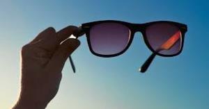آیا استفاده از عینک آفتابی واجب است؟