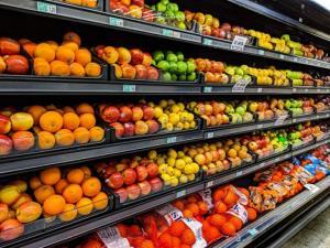 میوه و سبزیجات در ورودی سوپرمارکتها قرار گیرد