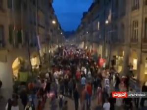 تظاهرات در آرامترین کشور جهان
