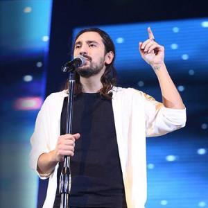 اجرای امیرعباس گلاب از آهنگ