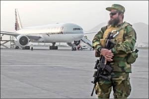 سفر به افغانستان؛ ديدم ذبيح الله مجاهد جلويم ايستاده است