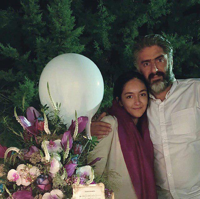 چهرهها/ جشن تولد ۴۴ سالگي عليرضا افکاري همسر ساره بيات در کنار دخترش