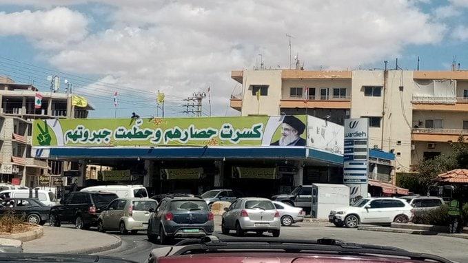 عکس/ بیلبورد جالب یک پمپ بنزین پس از ورود سوخت به لبنان