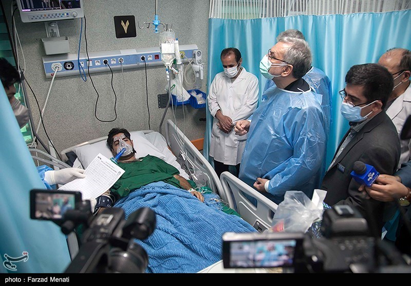 عکس/ بازدید میدانی وزیر بهداشت در سفر به کرمانشاه