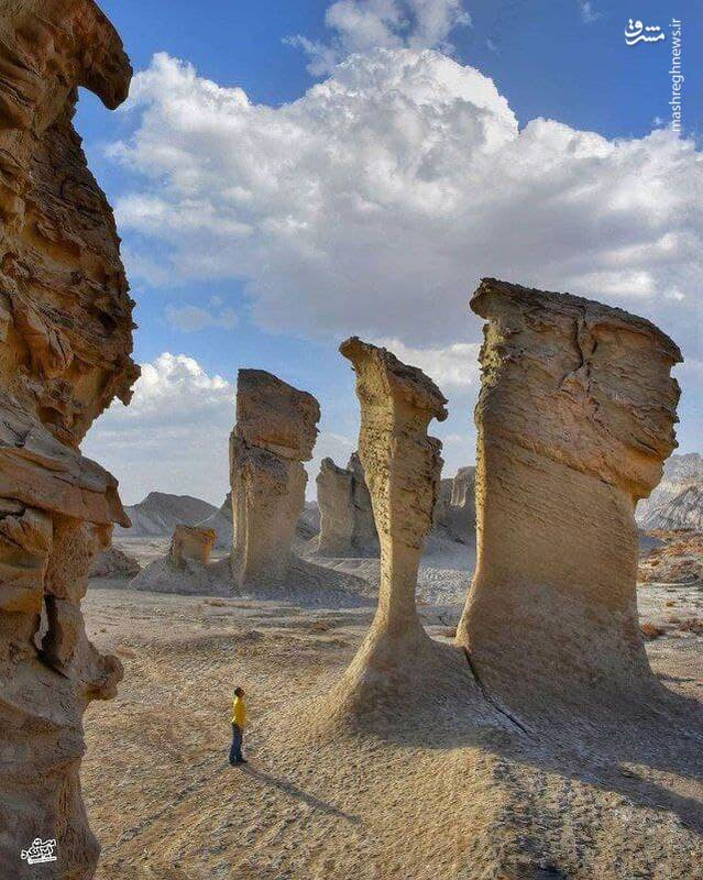 صخره های زیبای منطقه بیابانی در نزدیکی بندر لنگه