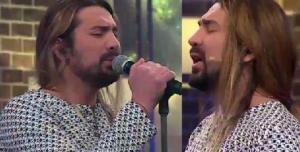 اجرای زنده امیرعباس گلاب در لحظه ورود به برنامه شب آهنگی