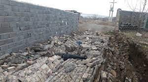 ریزش وحشتناک دیوار در زرند