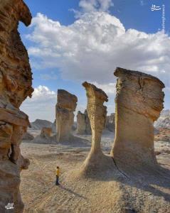 صخره هاي زيباي منطقه بياباني در نزديکي بندر لنگه