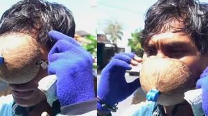 تعجب پلیس از ماسک عجیب مرد اندونزیایی!