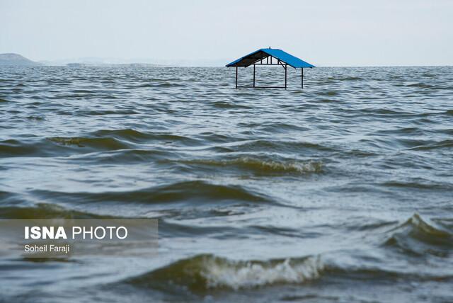 نماینده ارومیه خطاب به رئیسی: احیای دریاچه را پیگیری کنید