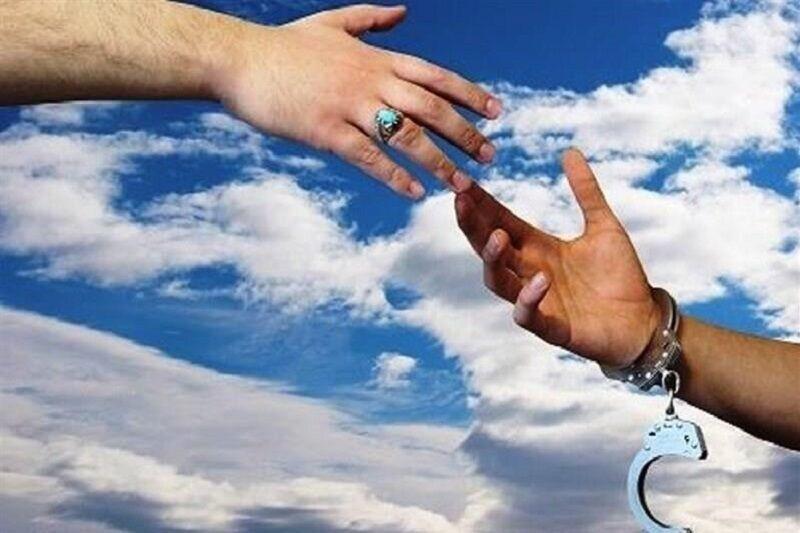 زمینه آزادی یک زندانی همدانی با کمک خانواده شهید فراهم شد