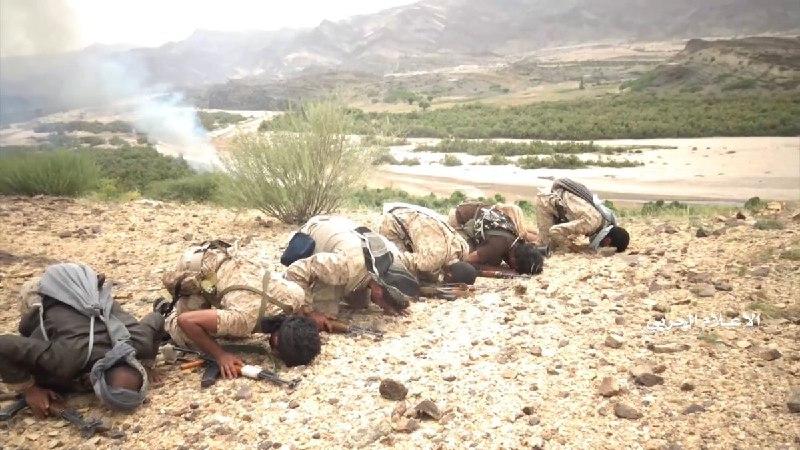 عکس/ سجده شکر رزمندگان یمنی پس از پیروزی
