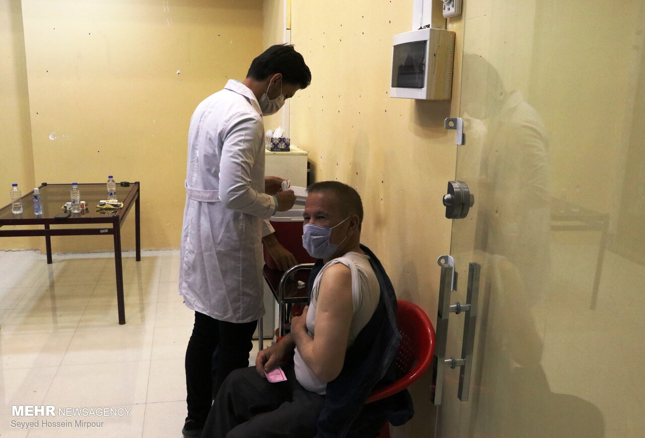 عکس/ واکسیناسیون اتباع خارجی در مشهد