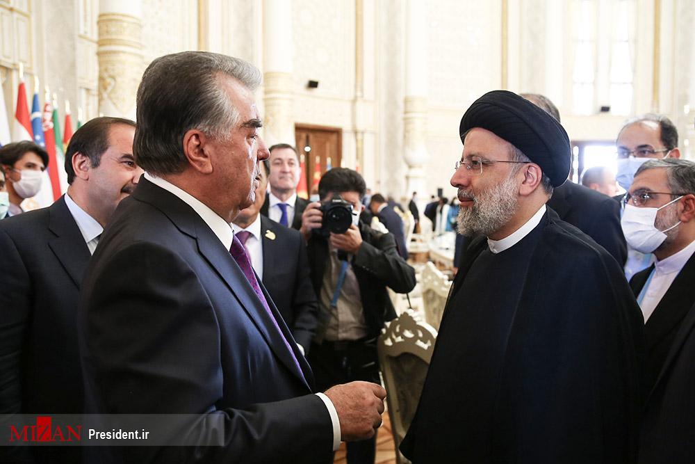 عکس/ خوش و بش رئیسی با رئیس جمهور تاجیکستان در حاشیه اجلاس شانگهای