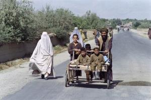 طالبان تنها از پسران و معلمان مرد خواست به مدرسه بازگردند