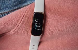 ساعتهای هوشمند فیتبیت به قابلیت ردیابی خروپف مجهز میشوند