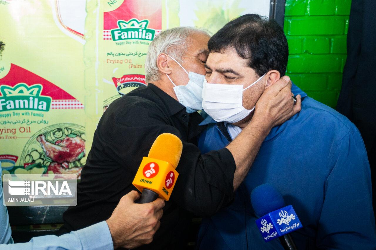 عکس/ حرفهاي درگوشي با معاون اول رئيس جمهور