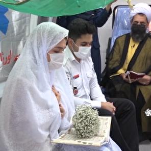 عقدکنان زوج جوان در آمبولانس