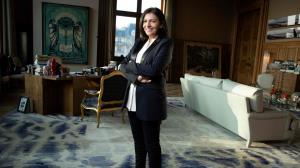 اولین شهردار زن پاریس رقیب مکرون شد