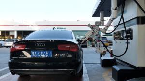 پمپ بنزین رباتیک در چین