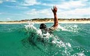 نجات ۳ جوان از غرق شدن در آبهای سواحل کیش