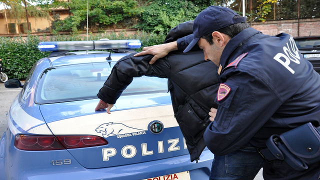 4گوشه دنیا/ فرار مرد ایتالیایی از دست خانواده همسر به زندان!