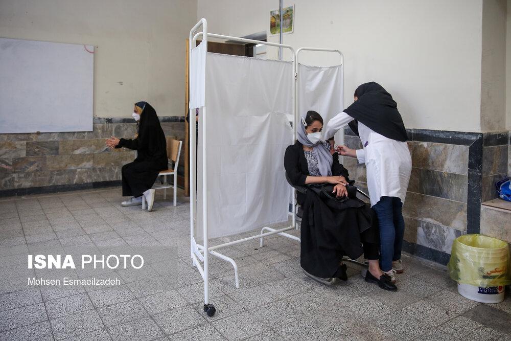 عکس/ واکسیناسیون افراد بالای ۱۸ سال در مشهد