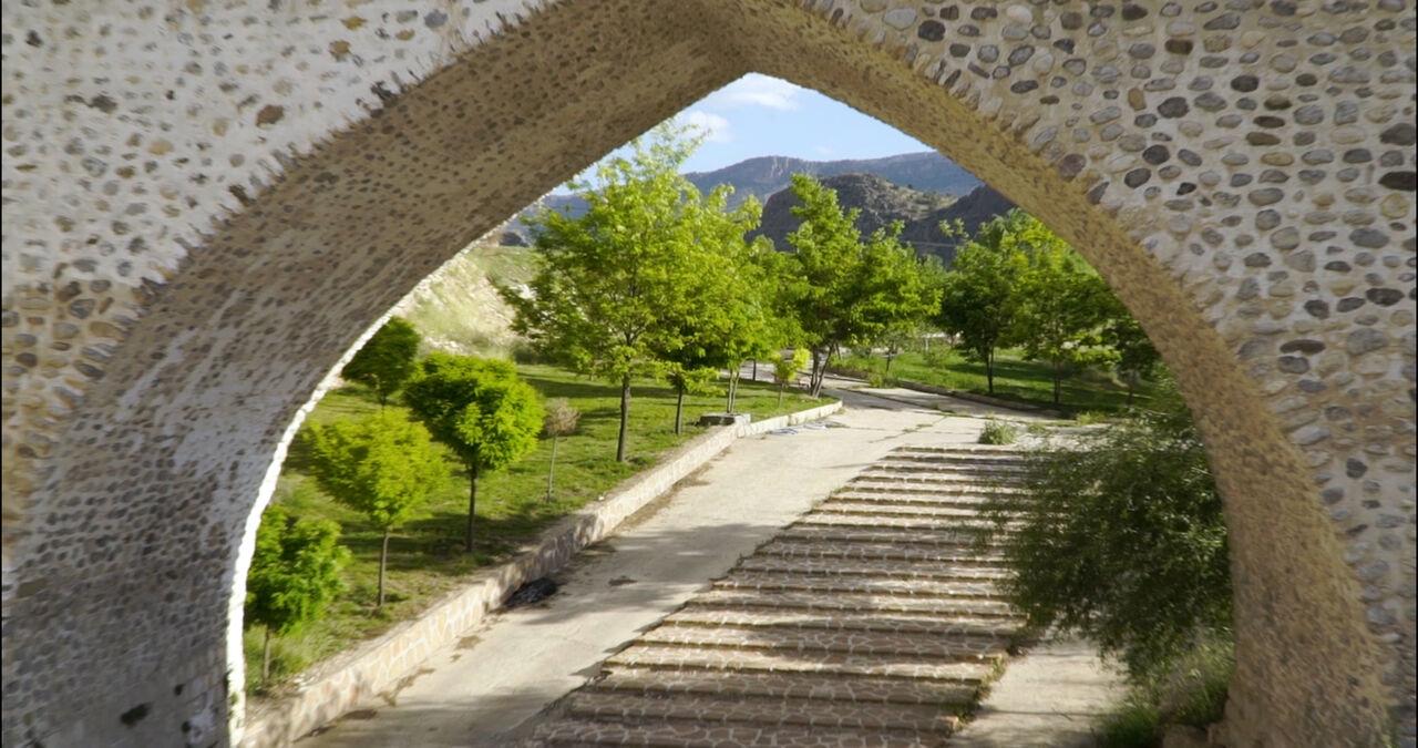 نمزدگی پل صفوی خرمآباد برطرف شد