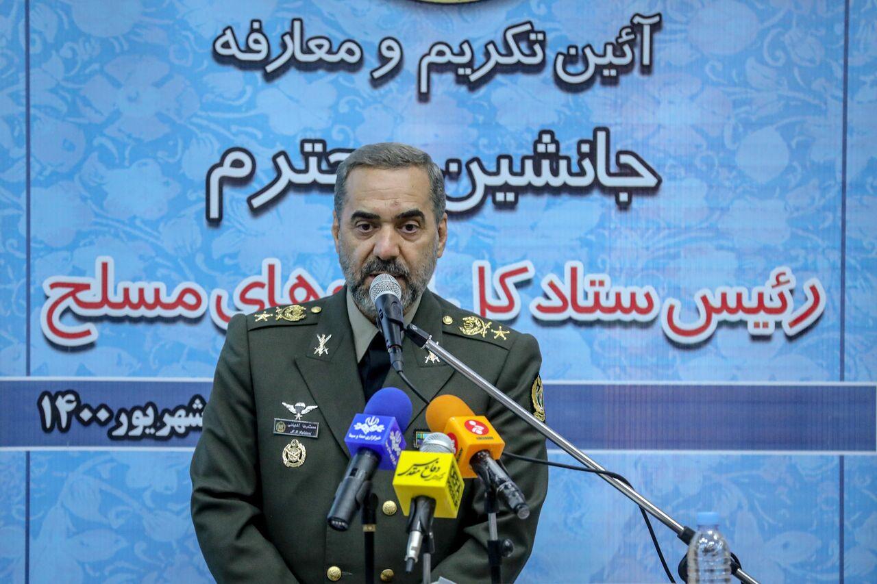 وزیردفاع: در آمادهسازی نیروهای مسلح از هیچ تلاشی فروگذار نمیکنیم
