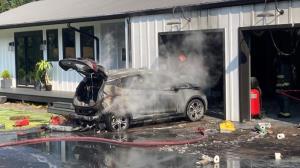 باز هم یک شورولت بولت پارک شده در فضای بسته آتش گرفت