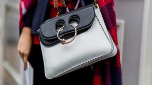 وسایل مهمی که هر خانمی باید در کیف خود داشته باشد