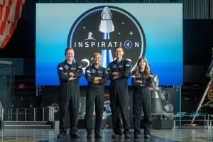 وسایل عجیبی که فضانوردان خصوصی اسپیس ایکس با خود به فضا بردهاند