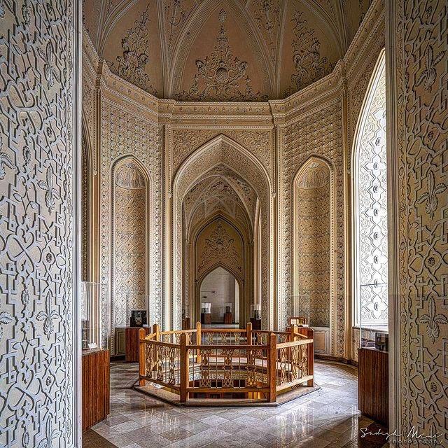 معماری زیبای موزهٔ پست و تلگراف تهران