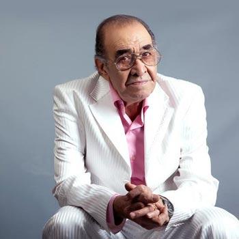 اجراي زنده ترانه «من يک پرندم» از استاد ايرج خواجه اميري