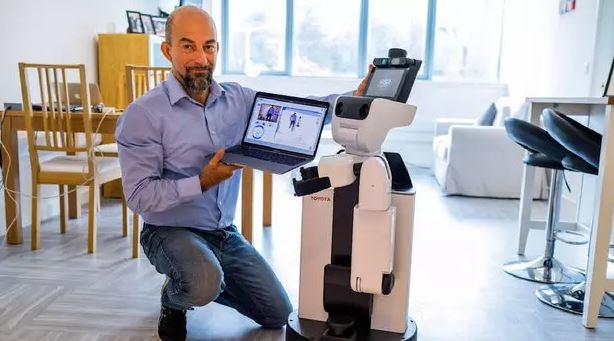 رباتها سالمندان را از راه دور ویزیت میکنند