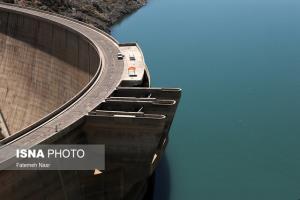 ذخیره آب سد زاینده رود تا آذر ماه به نصف میزان کنونی کاهش مییابد