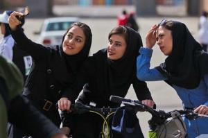 آموزش دختران سلامت روان جامعه را تضمین میکند