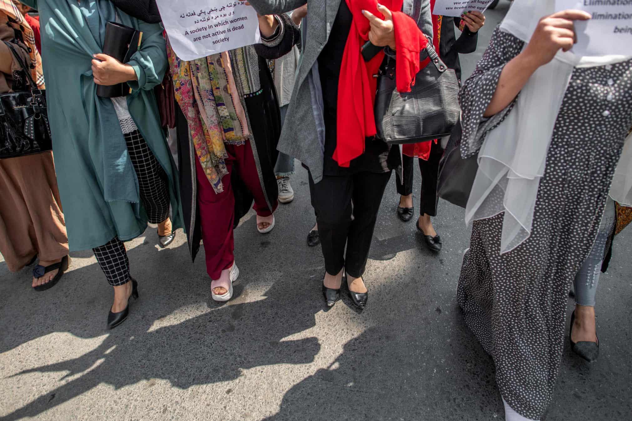 تظاهرات زنان افغان در کابل مقابل وزارت امر به معروف