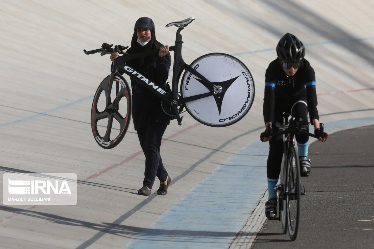 مسابقات دوچرخه سواری زنان کشور در مجموعه ورزشی آزادی