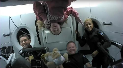 بازگشت 4 فضانورد آماتور به زمین