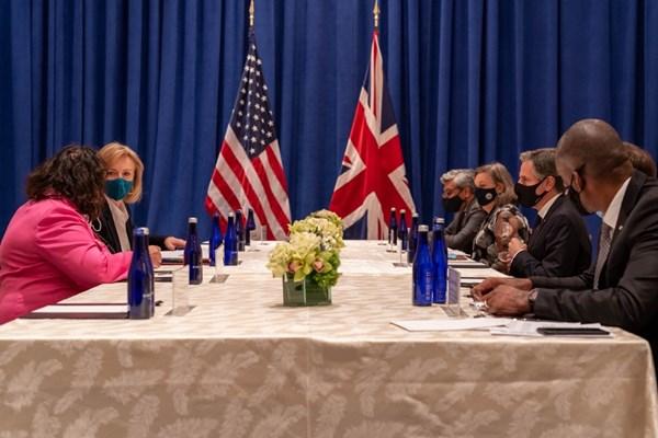 دیدار و گفتگوی چهره به چهره بلینکن و همتای انگلیسی درباره ایران