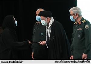 تجلیل رئیس جمهور از جانبازان و خانواده شهدا