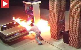 انفجار خودرو در پمپ گاز